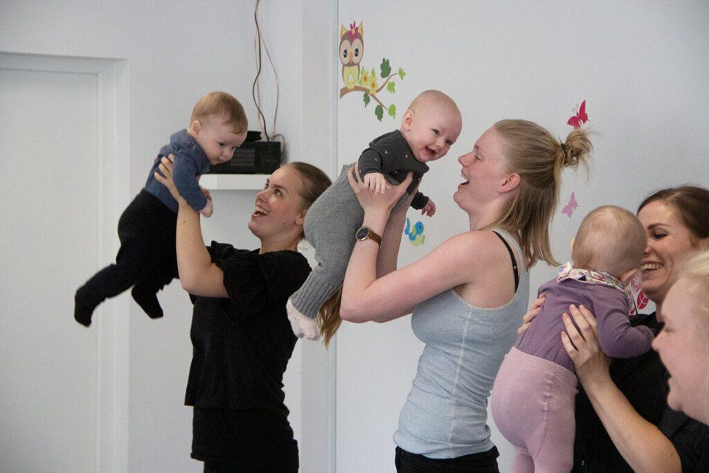 Dans babyrytmik | Hos Pernille's