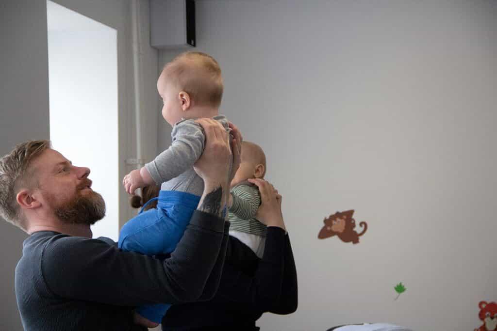 Fædre til babyrytmik   Hos Pernille's